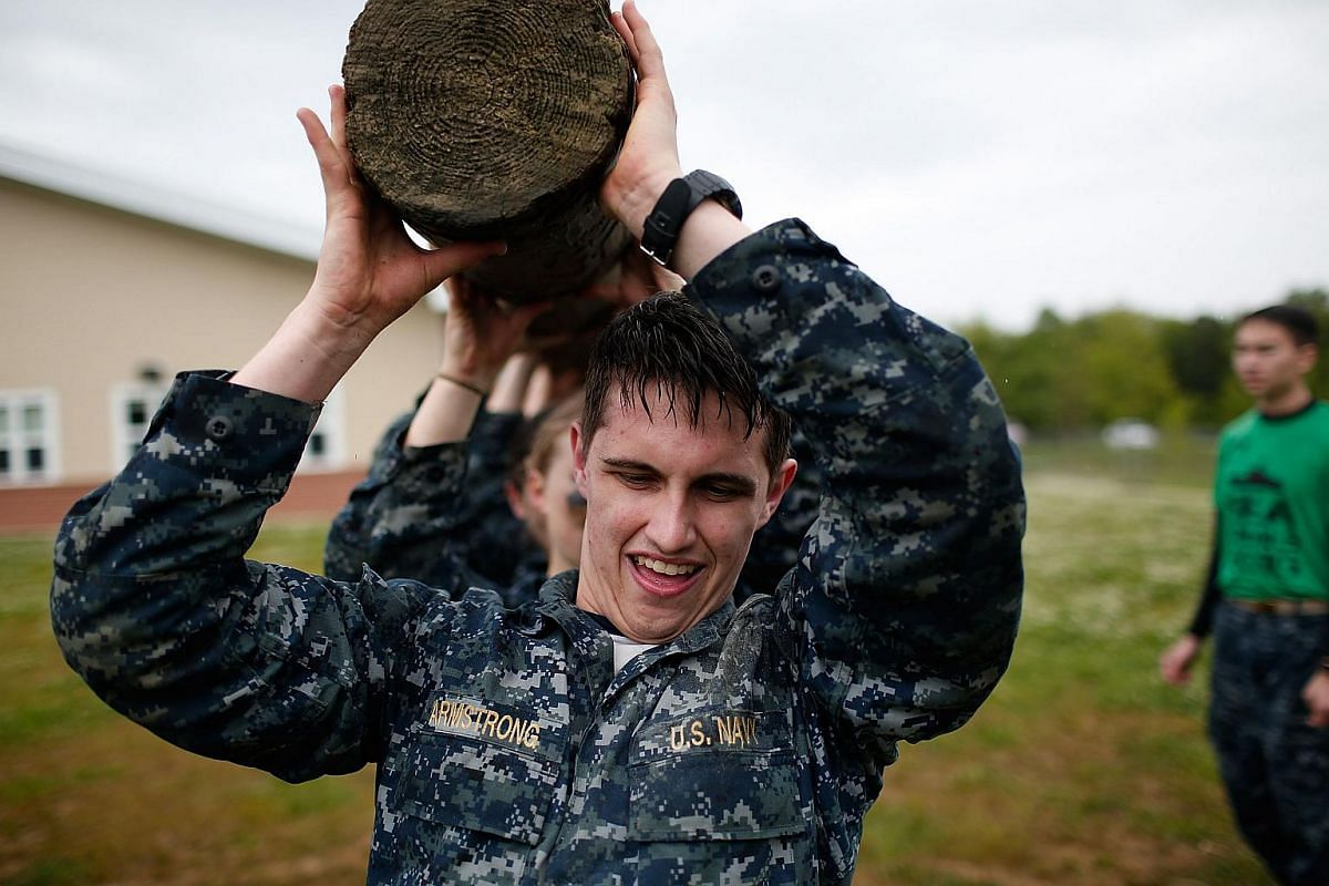 Naval Academy plebes lifting a 3.65-metre log over their heads during the annual Sea Trials on May 17, 2016, at the Naval Academy in Annapolis, Maryland.