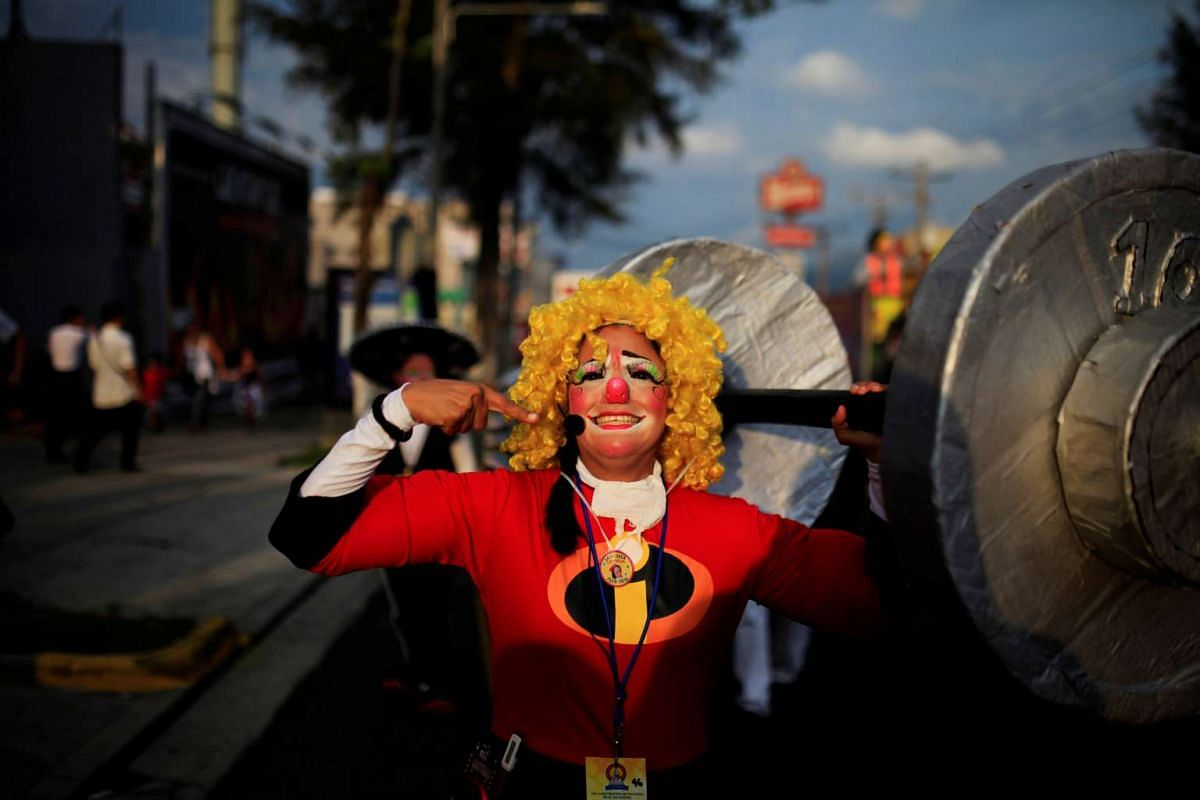 Clowns participate in a parade during the VIII Central America Clown Convention in San Salvador, El Salvador, May 18, 2016. PHOTO: REUTERS