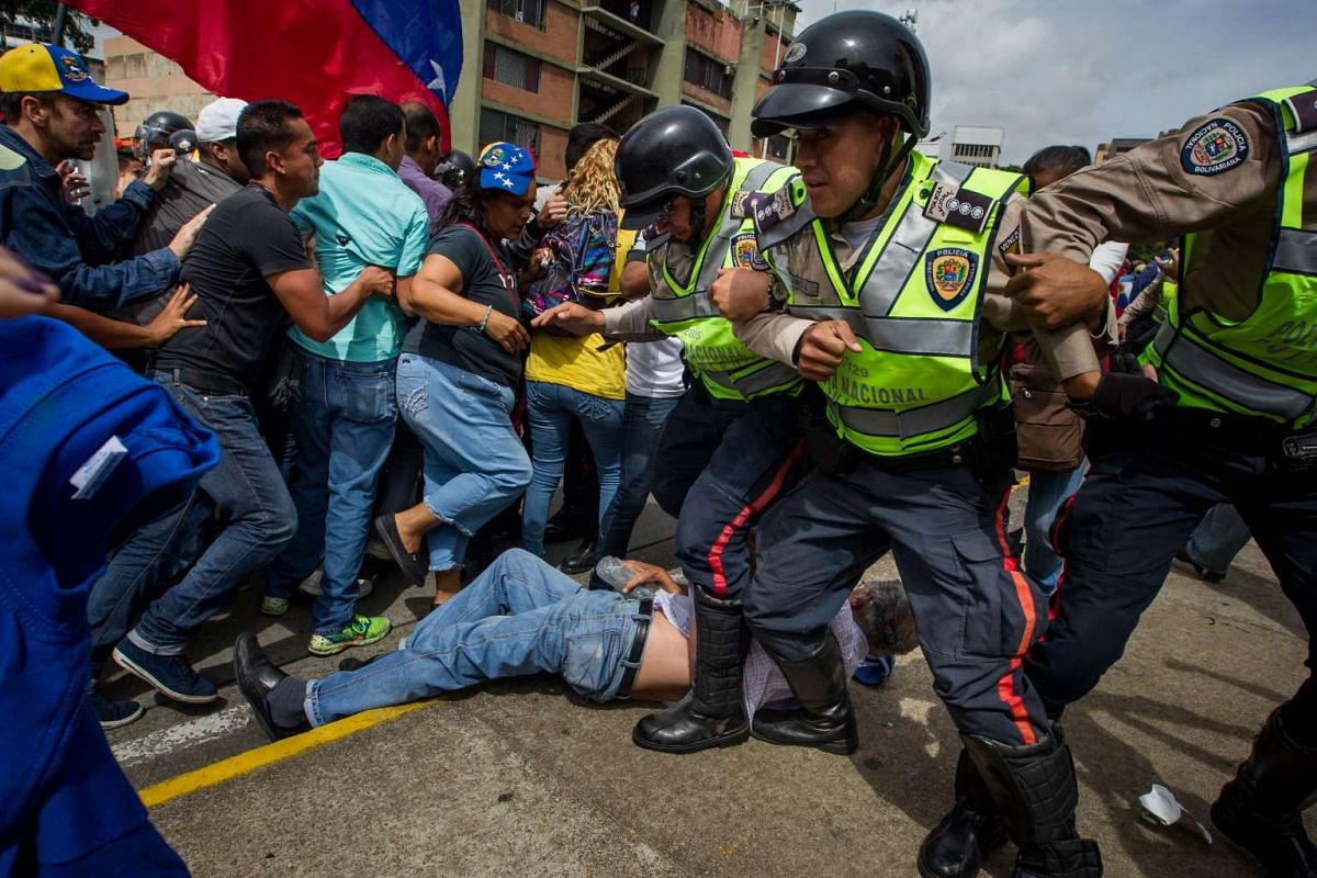 Demonstrators clash with police during a protest against Venezuelan President Nicolas Maduro's Government in Caracas, Venezuela, May 18, 2016.  PHOTO: EPA