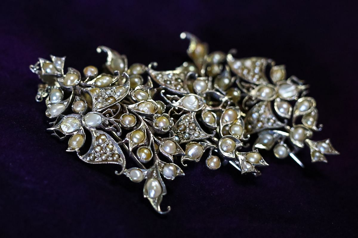 The kerosang mentiara is a set of three brooches linked together by chains that was worn in times of mourning.