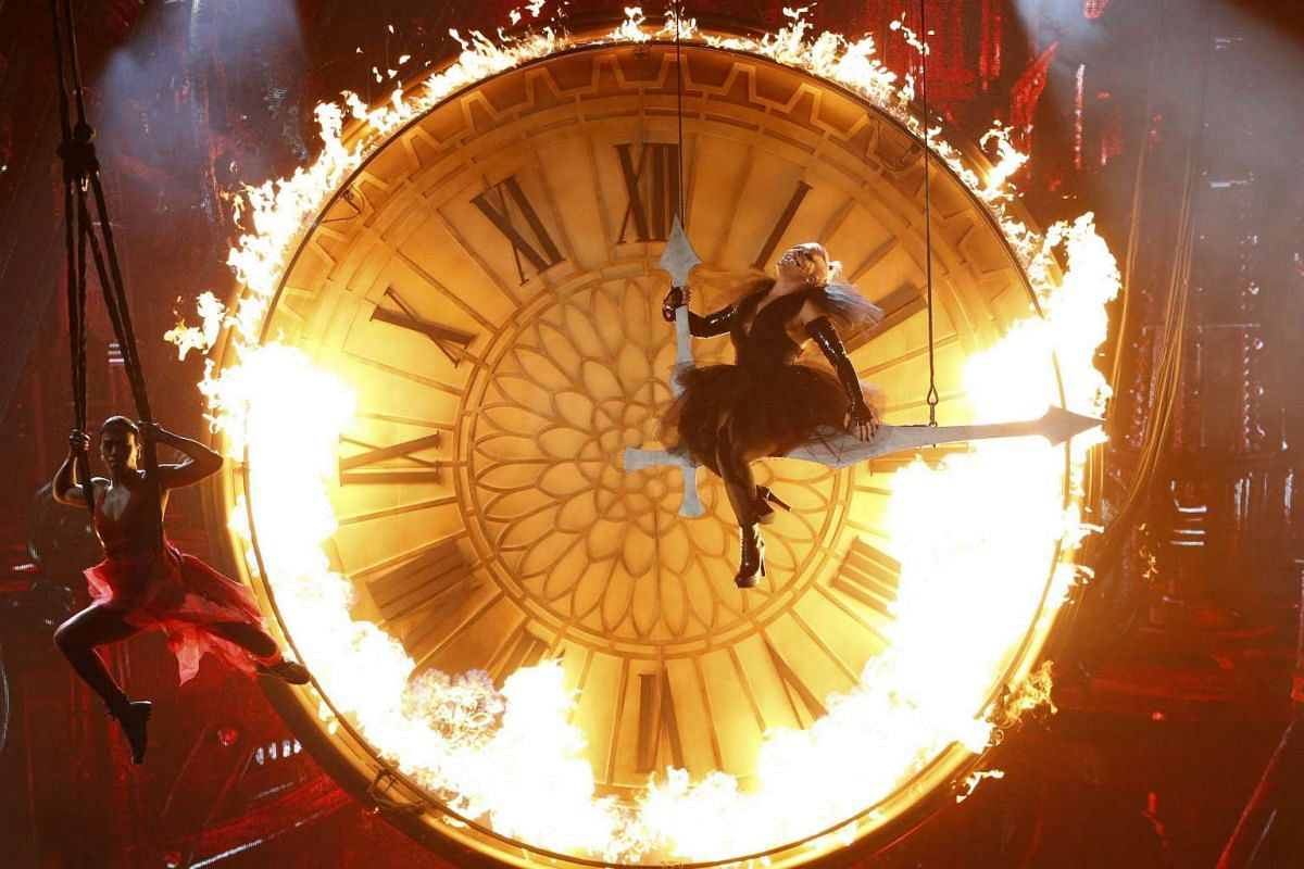 Pink Performs Just Like Fire at the 2016 Billboard Awards in Las Vegas.
