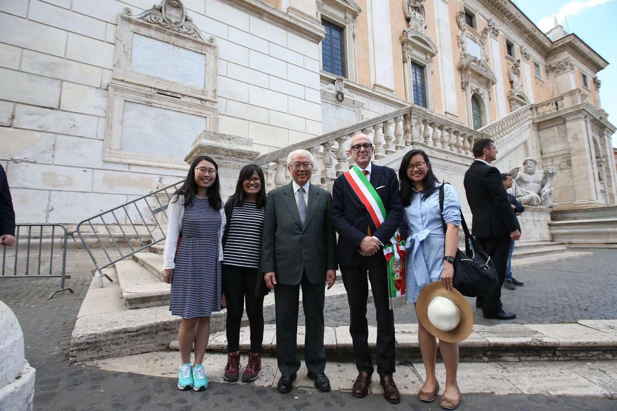 Day 3: President Tony Tan Keng Yam and the Singapore delegation met the Commissioner of Rome Francesco Tronca, at the Campidoglio on Capitoline Hill. After the meeting he paused to chat with a group of Singaporeans touring Rome.