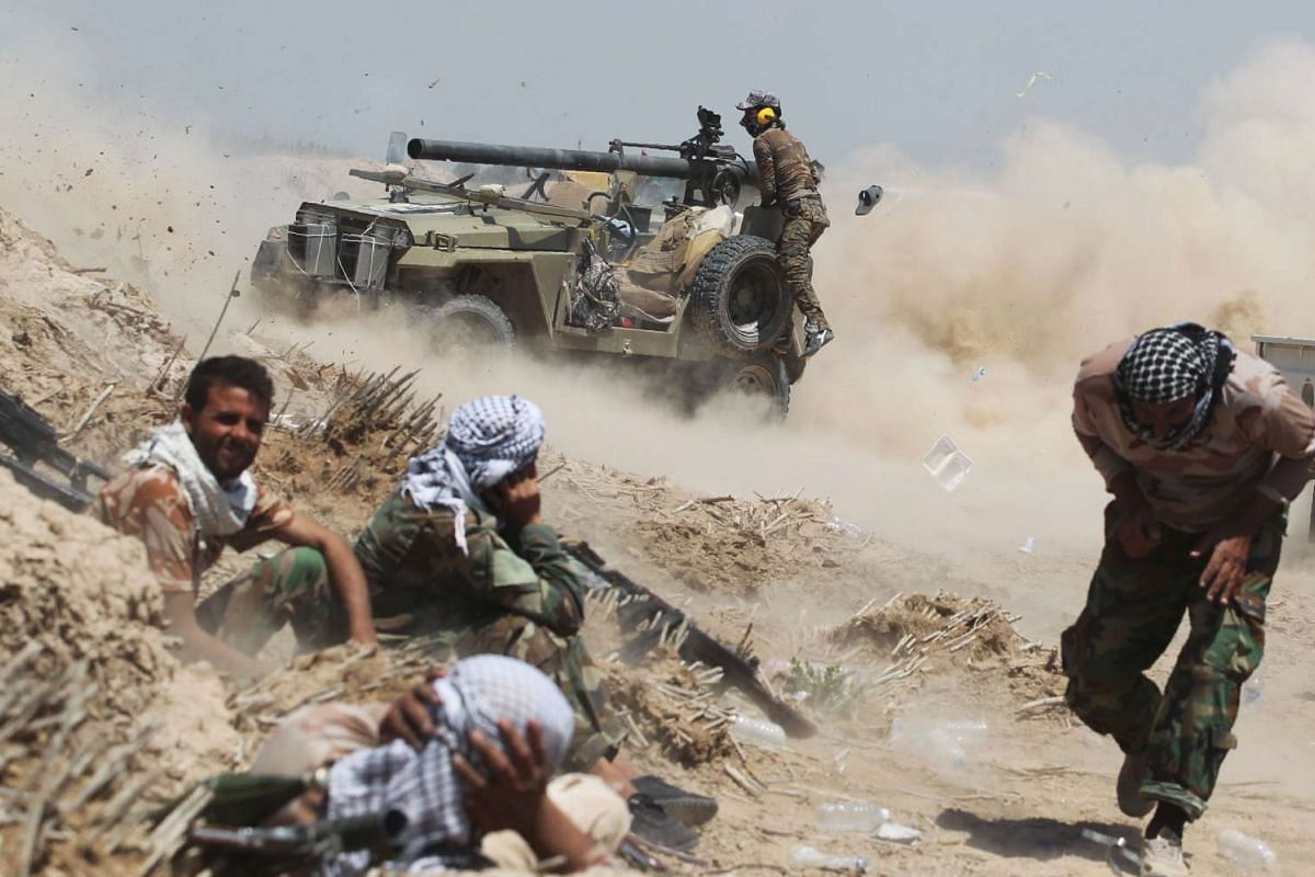 Iraqi pro-government forces fire an anti-tank cannon near al-Sejar village, north-east of Fallujah, on May 25, 2016, as they take part in a major assault to retake the city from the Islamic State in Iraq and Syria. PHOTO: AFP