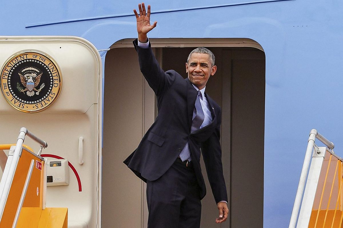 US President Barack Obama waving as he boards Air Force One at Tan Son Nhat International Airport in Ho Chi Minh City on May 25.