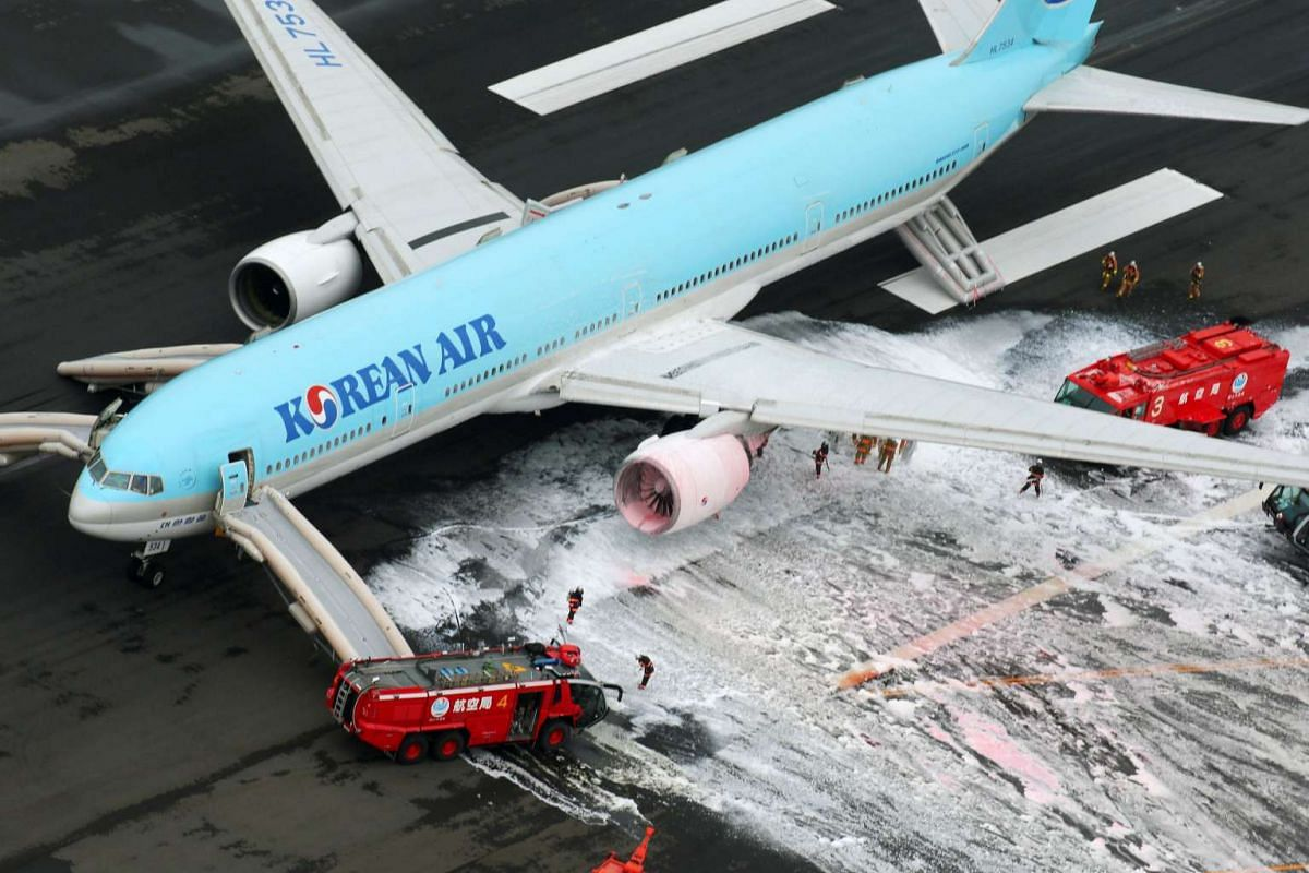 An aerial picture shows firefighters spraying foam at the engine of a Korean Air Lines plane after smoke rose from it at Haneda airport in Tokyo, Japan, May 27, 2016. PHOTO: REUTERS/HANDOUT/KYODO