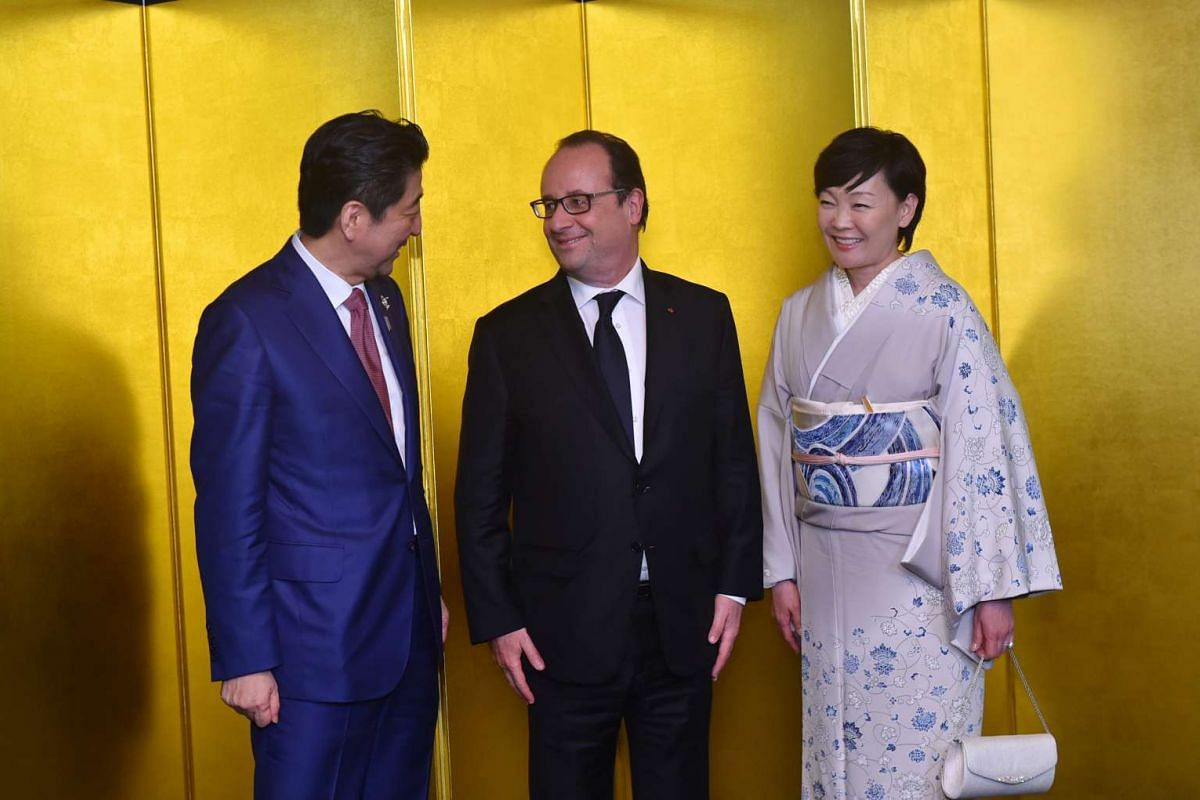 Japanese Prime Minister Shinzo Abe (left) and his wife Akie welcoming French President Francois Hollande (centre) before a cocktail reception at the Shima Kanko Hotel in Shima, Mie prefecture, Japan, on May 26.