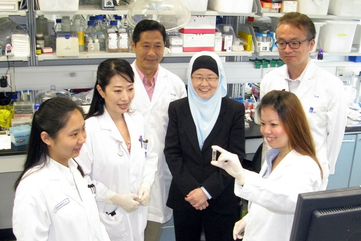 The research team from the Institute of Bioengineering and Nanotechnology that developed the green tea nanocomplexes for targeted cancer drug delivery - (from left) Dr Nunnarpas Yongvongsoontorn, Dr Joo Eun Chung, Dr Shujun Gao, Prof Jackie Ying, Dr Susi