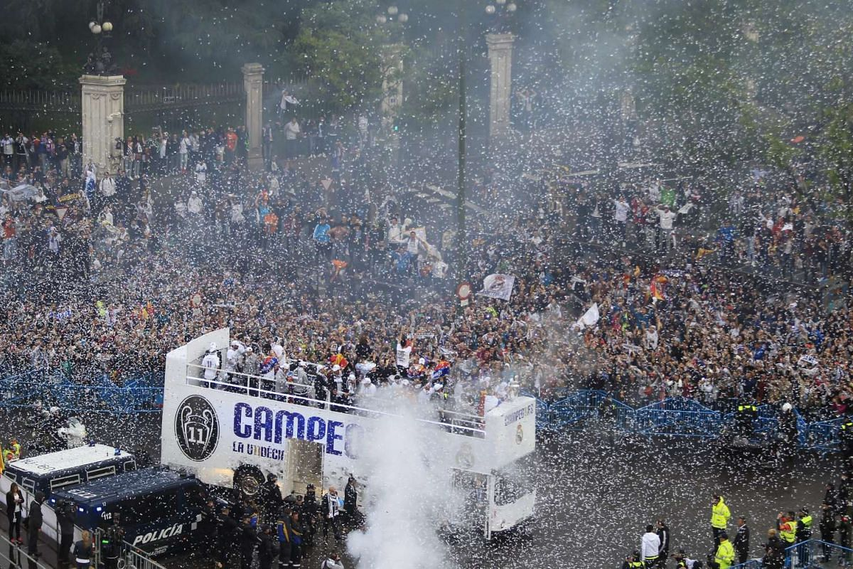 Thousands of Real Madrid supporters welcome the team's arrival at Cibeles Square in Madrid, Spain, May 29, 2016.