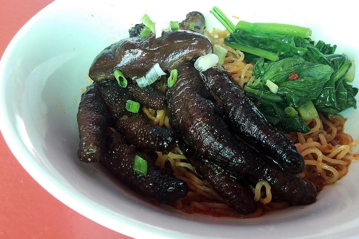 The chicken feet and mushroom are stewed perfectly in a savoury, slightly herbal gravy.