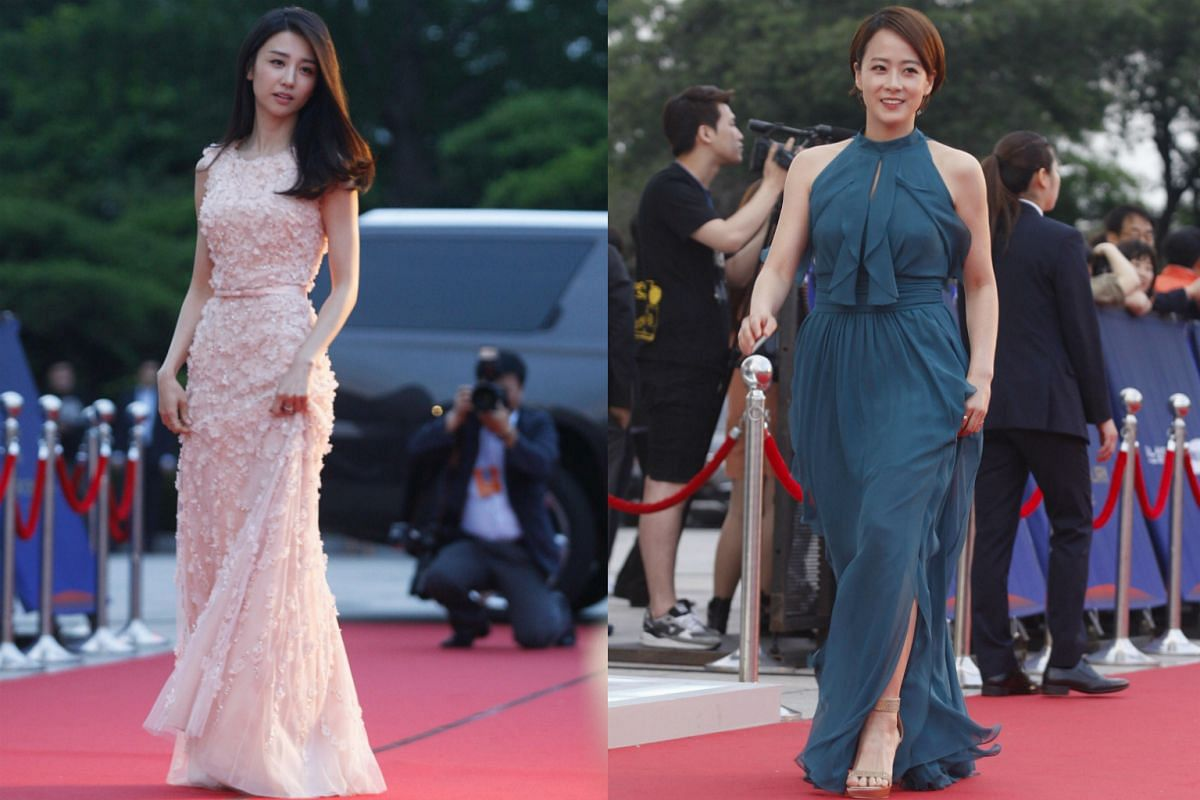 South Korean actresses Park Ha-Sun (left) and Ryu Hyun-Kyung (right) arrive for the 52nd annual Baeksang Art Awards at the Kyunghee University in Seoul, South Korea, on June 3, 2016.