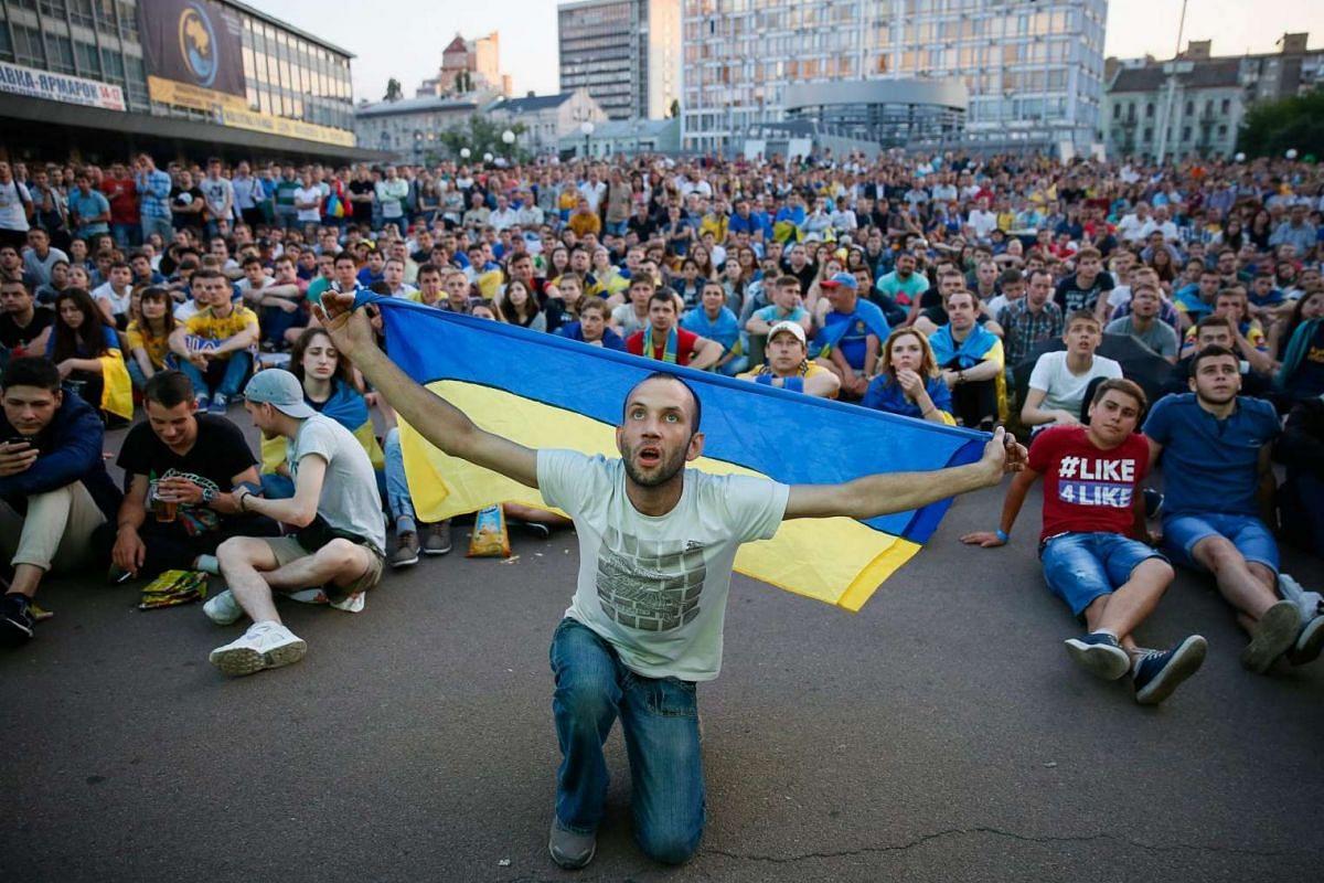 Ukrainian fans watch the match between Ukraine and Northern Ireland on June 16, 2016.