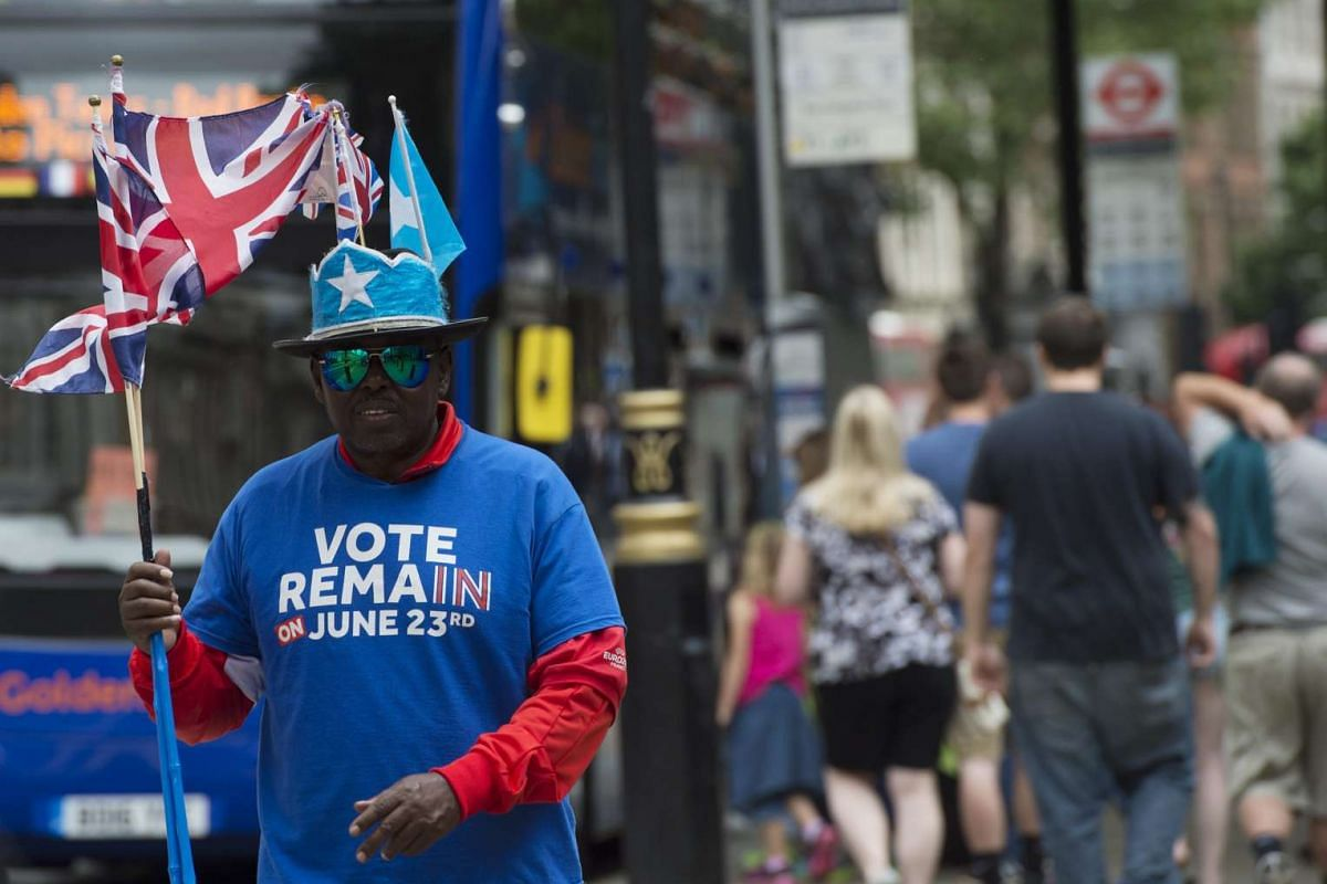 """A man backing the """"Vote Remain"""" campaign walks along a street in central London, on June 22, 2016."""