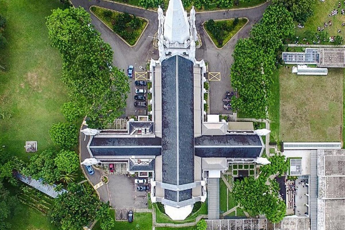 An aerial photo of the Esplanade Outdoor Theatre and St Andrew's Cathedral (above) by Mr Joel Chia.