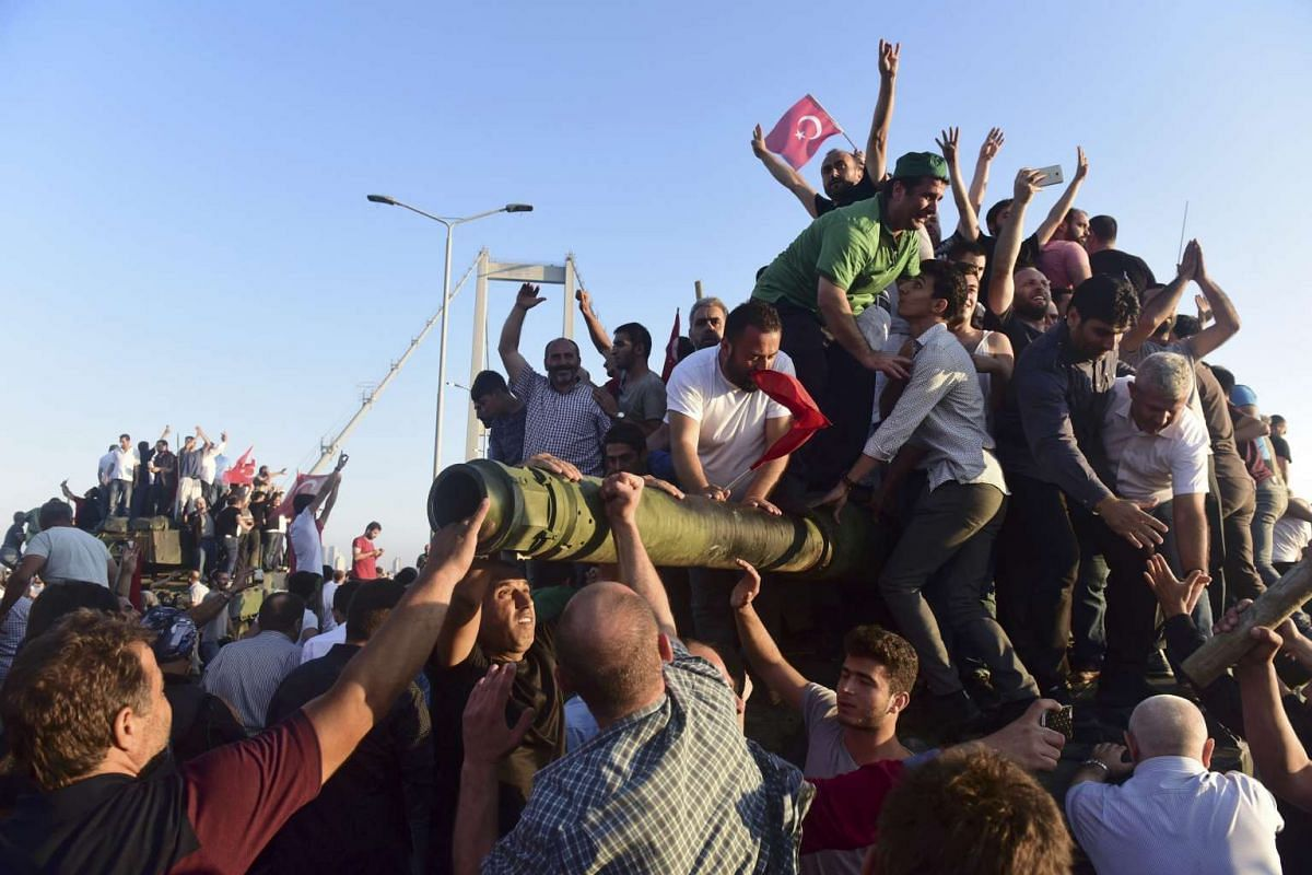 Supporters of Tukish President Tayyip Erdogan celebrate after soldiers involved in the coup surrendered on the Bosphorus Bridge in Istanbul, Turkey July 16, 2016.