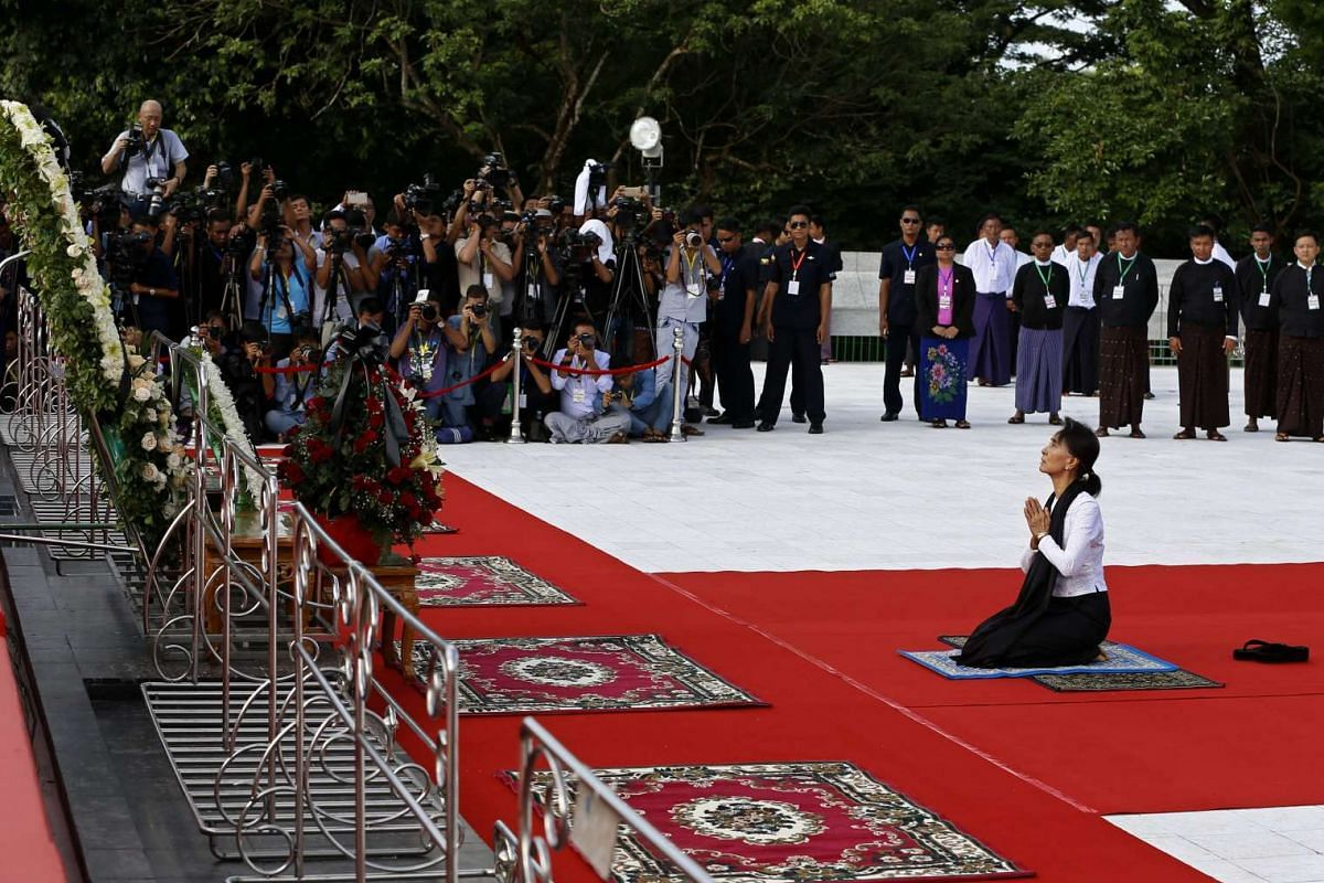 Myanmar State counsellor Aung San Suu Kyi pays homage to her father, the late General Aung San and other leaders of the pre-independence Myanmar government, during the 69th Martyrs' Day at the Martyrs' Mausoleum in Yangon, Myanmar, on July 19, 2016.