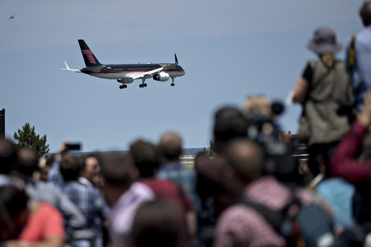 Attendees watch the airplane of Donald Trump flying overhead before a friends and family event on the sidelines of the Republican National Convention in Cleveland, Ohio, US, on Wednesday, July 20.