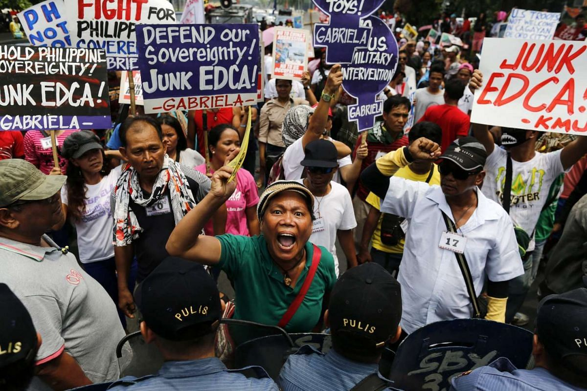 Filipino activists shout slogans during a protest rally near the US embassy in Manila, Philippines, on July 27, 2016. PHOTO: EPA