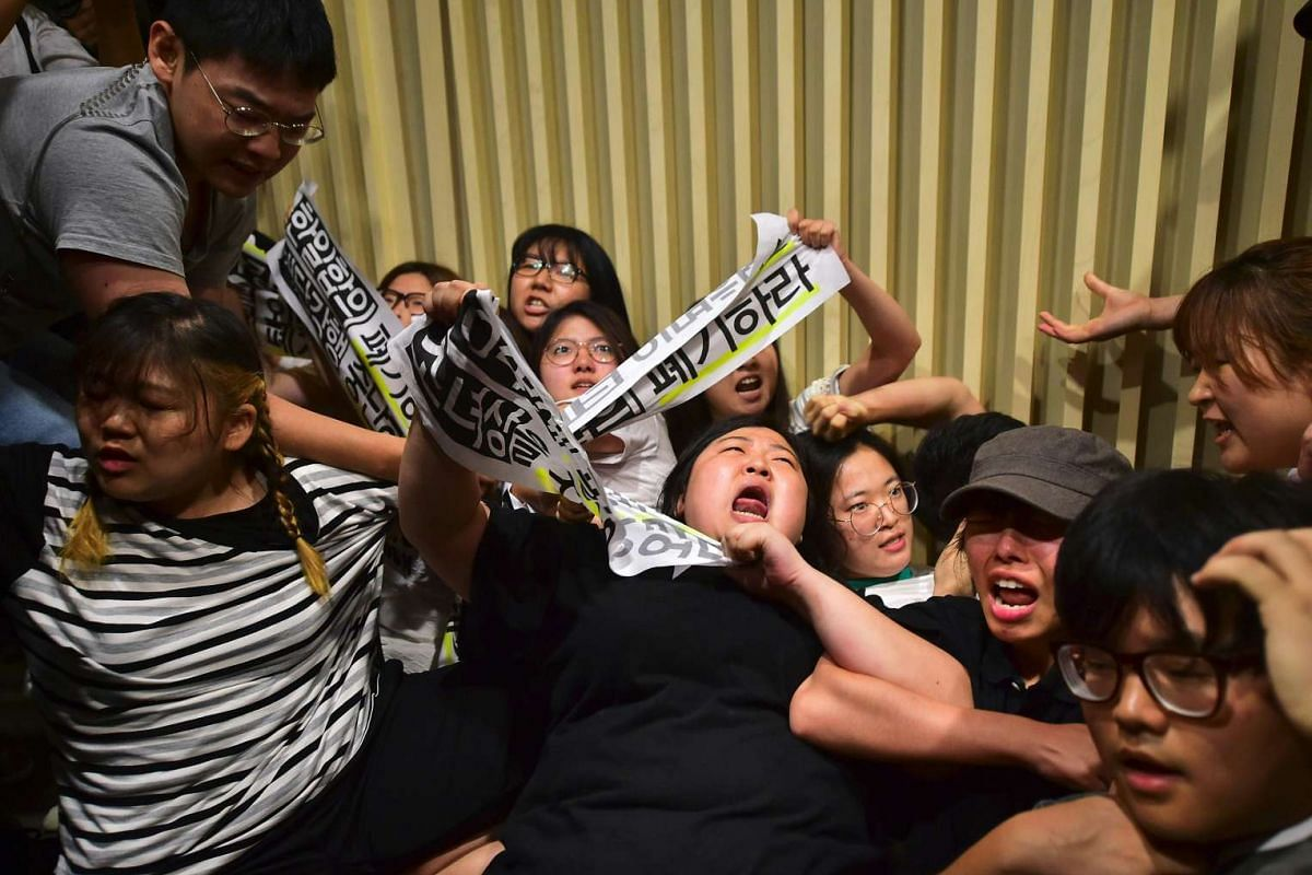 "South Korean protesters occupy a venue as they denounce a deal between Seoul and Tokyo on resolving a long-running row over ""comfort women"", at the Reconciliation and Healing Foundation in Seoul on July 28, 2016. PHOTO: AFP"