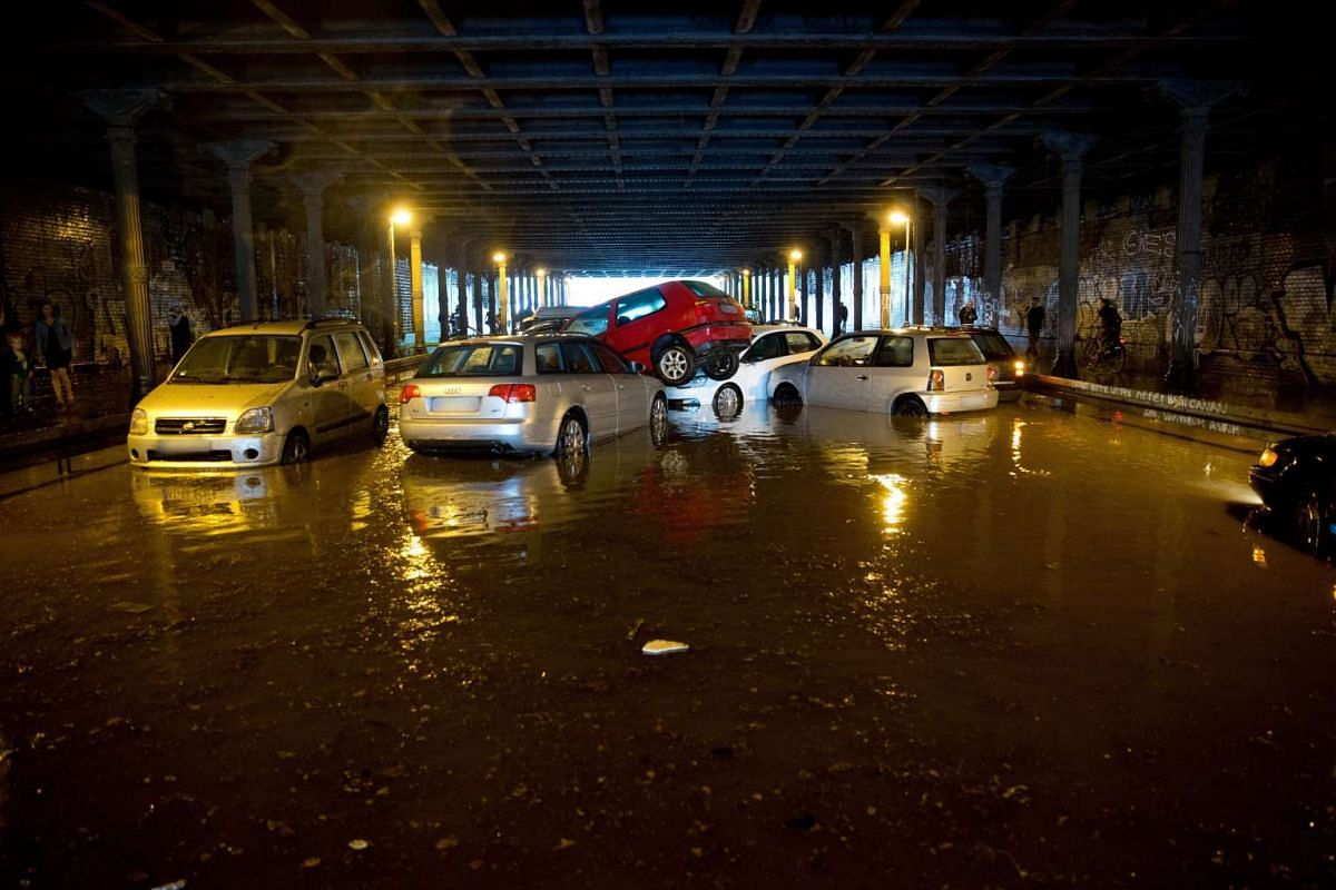 Strong rains pushed parked cars onto each other in the Gleim tunnel in Berlin, Germany, July 27, 2016. PHOTO: EPA