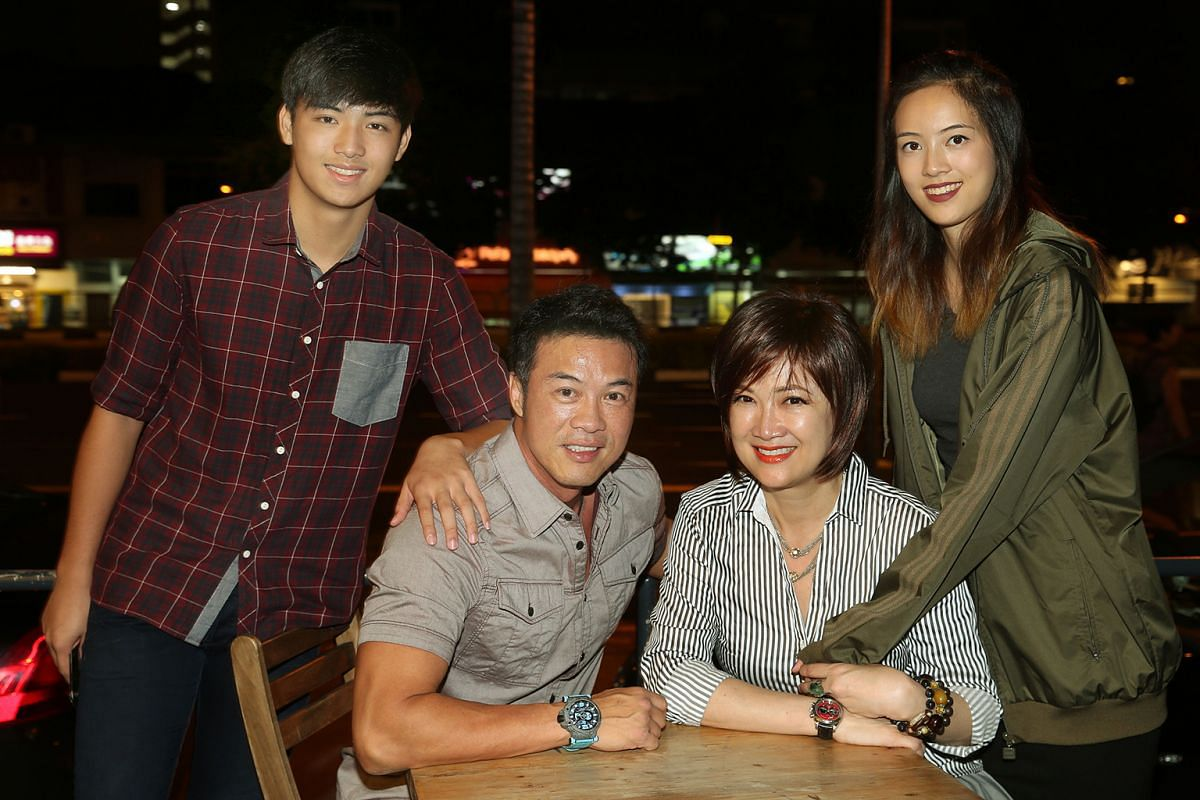 Actors Zheng Geping and Hong Huifang with their children Ying and Calvert.