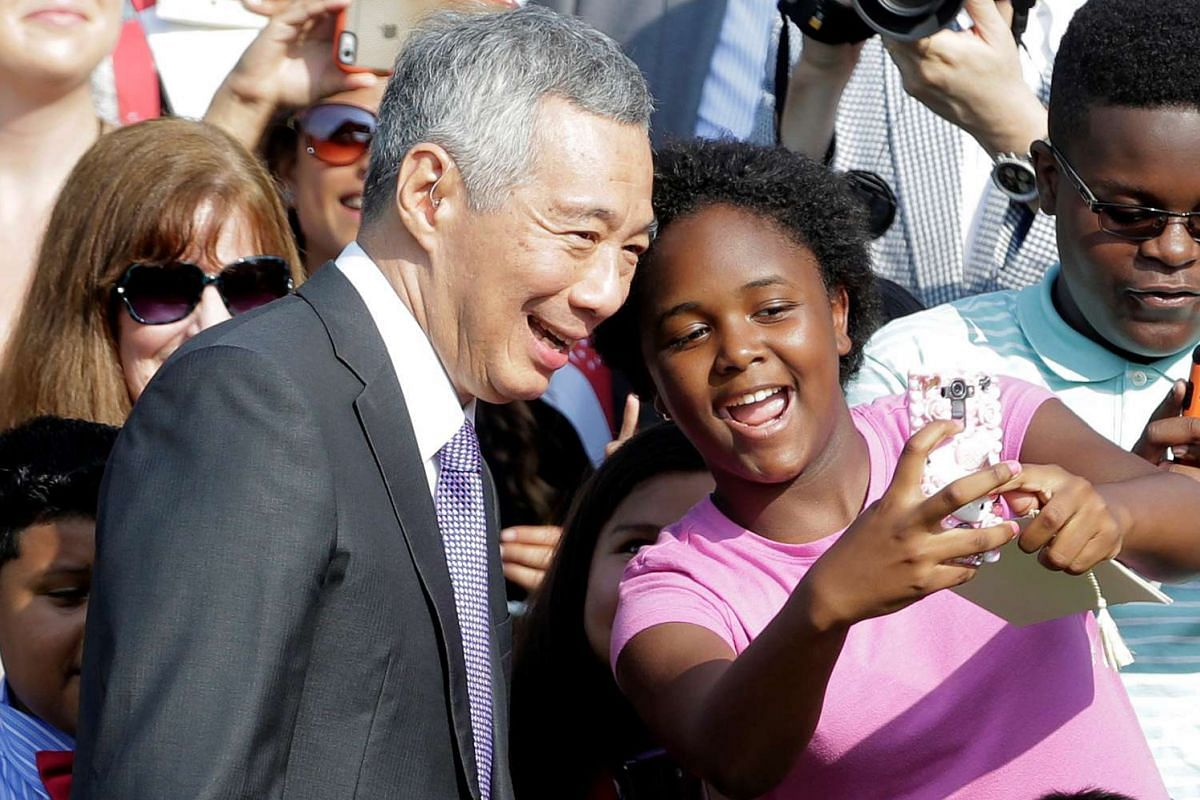 Prime Minister Lee Hsien Loong has his picture taken with a supporter doing an arrival ceremony at the White House in Washington, US, on Aug 2, 2016.