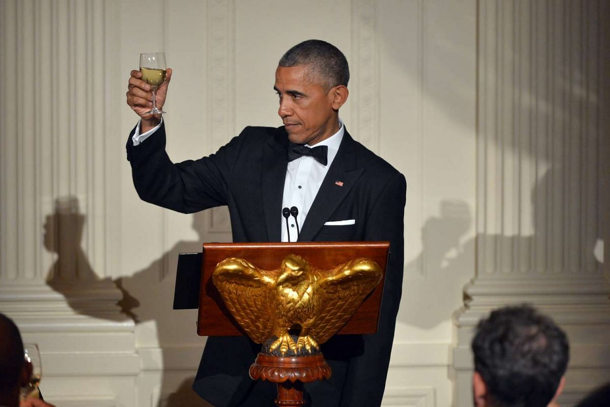 President Obama toasting to Mr Lee Hsien Loong during the state dinner on Aug 2, 2016.