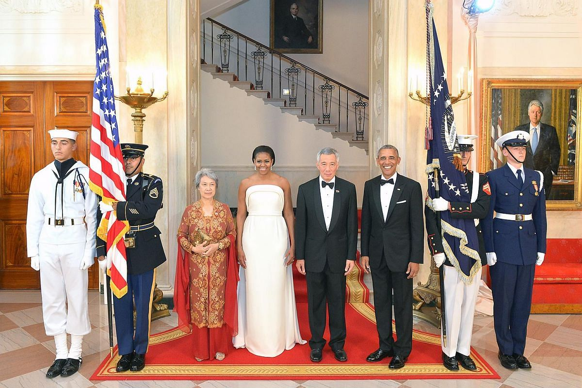 PM Lee Hsien Loong (second from right), Mrs Lee Hsien Loong (left), First Lady Michelle Obama and US President Barack Obama pose for photos before the state dinner at the White House.