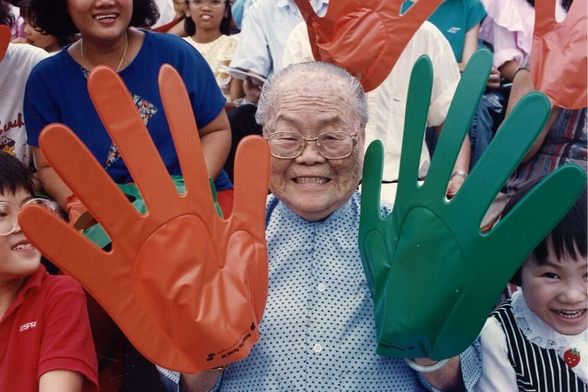 1989: These giant hands were given out to spectators and turned the stadium into a sea of orange and green.