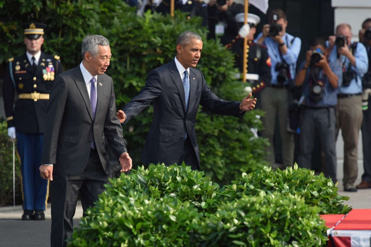 President Obama guides Prime Minister Lee Hsien Loong to the dais where he will give the address.