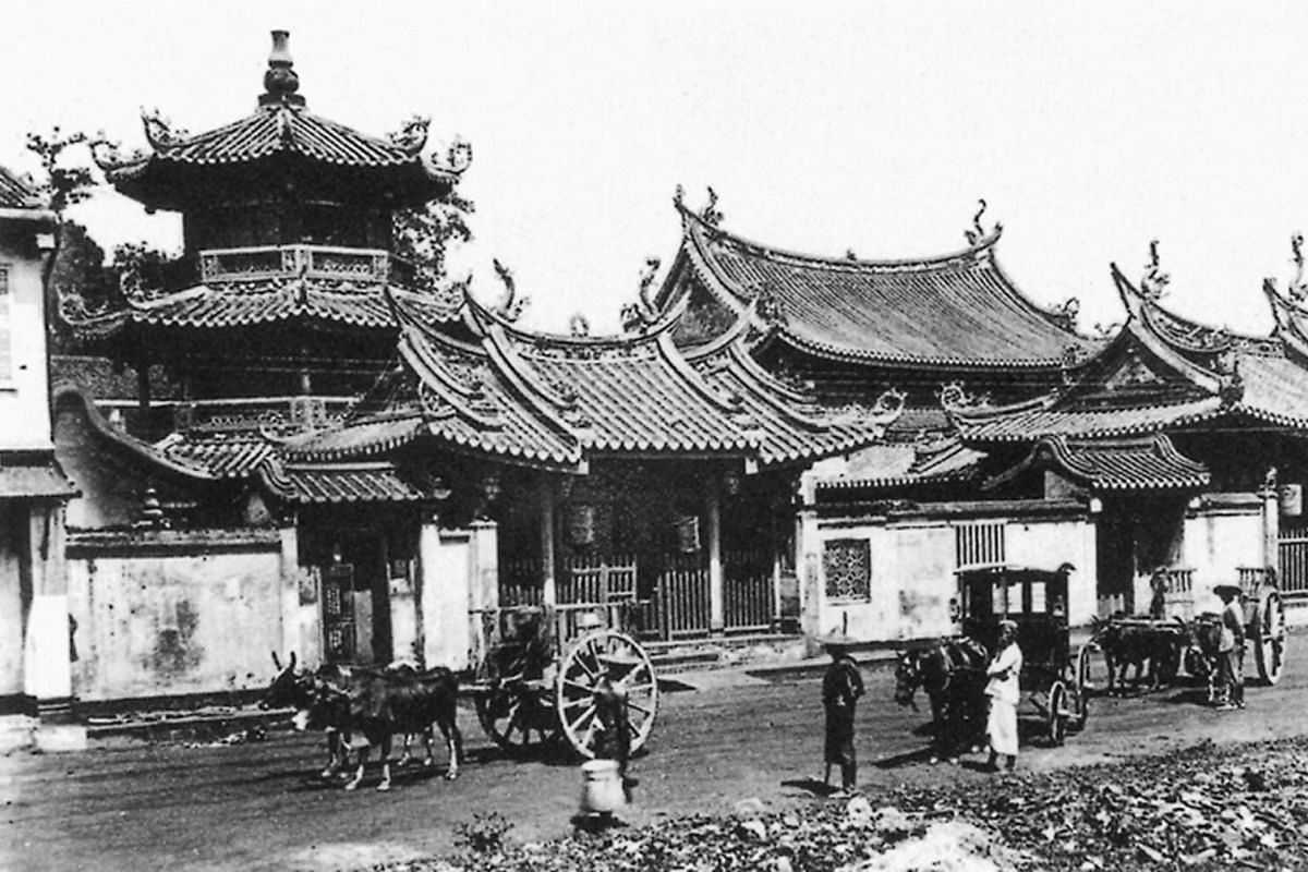 Thian Hock Keng temple in 1900. It was built between 1839 and 1842 with materials imported from China.
