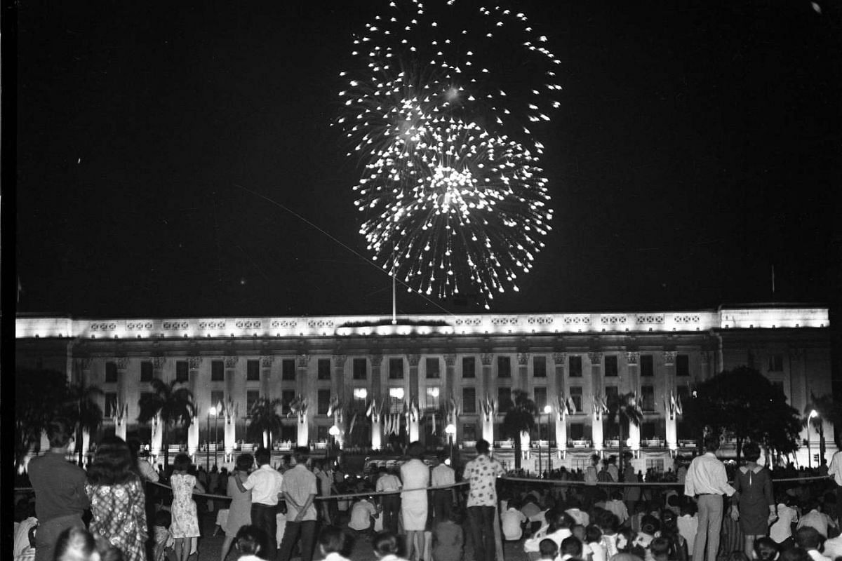 An hour-long fireworks display by the Chinese Chamber of Commerce lit up the night sky over City Hall in 1967. Thousands gathered to watch the colourful display of 195 varieties of fireworks, which were provided by experts from Hong Kong.