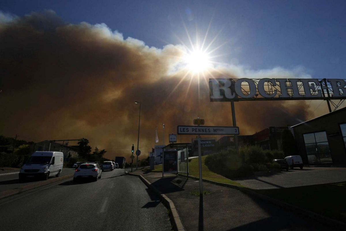 Smoke hangs low as it fills the sky while fires burn north of Marseille, France, on Aug 10, 2016.