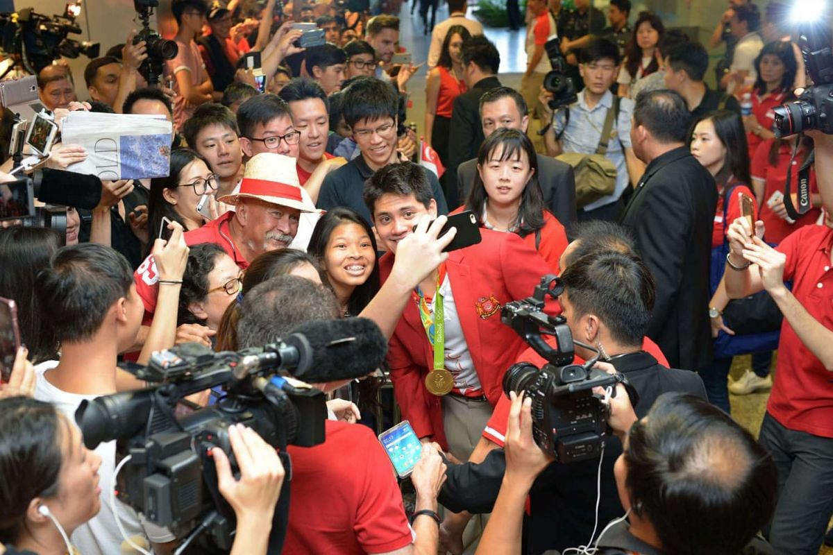 Joseph Schooling with his fans.