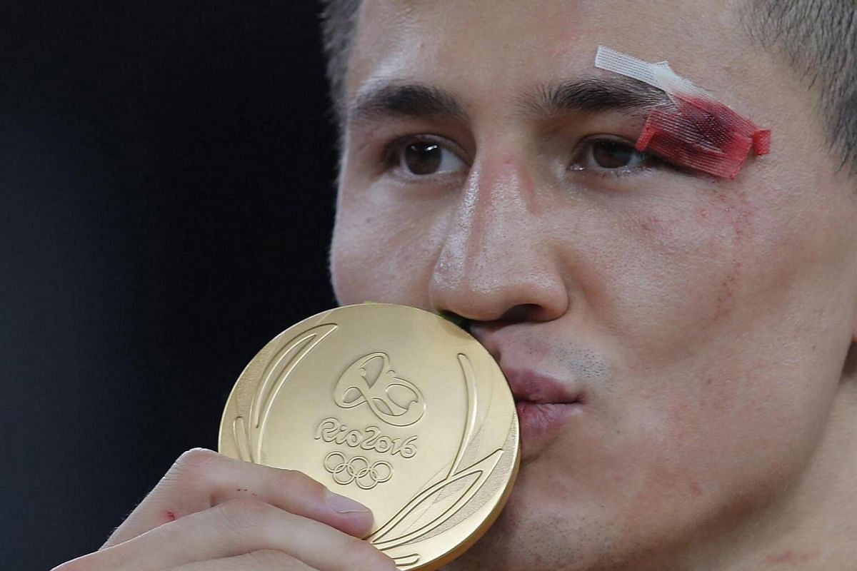 Gold medalist Roman Vlasov of Russia kisses his medal during the awards ceremony for the men's Greco-Roman 75kg match of the Rio 2016 Olympic Games Wrestling events on Aug 14.