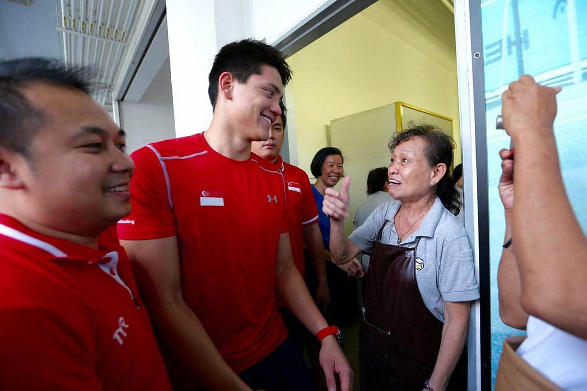 Joseph Schooling having a chat at ACS Junior during his visit.