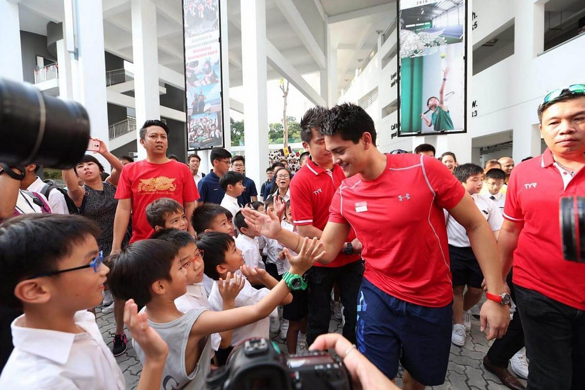 Joseph Schooling exchanging greetings with students at ACS Junior.