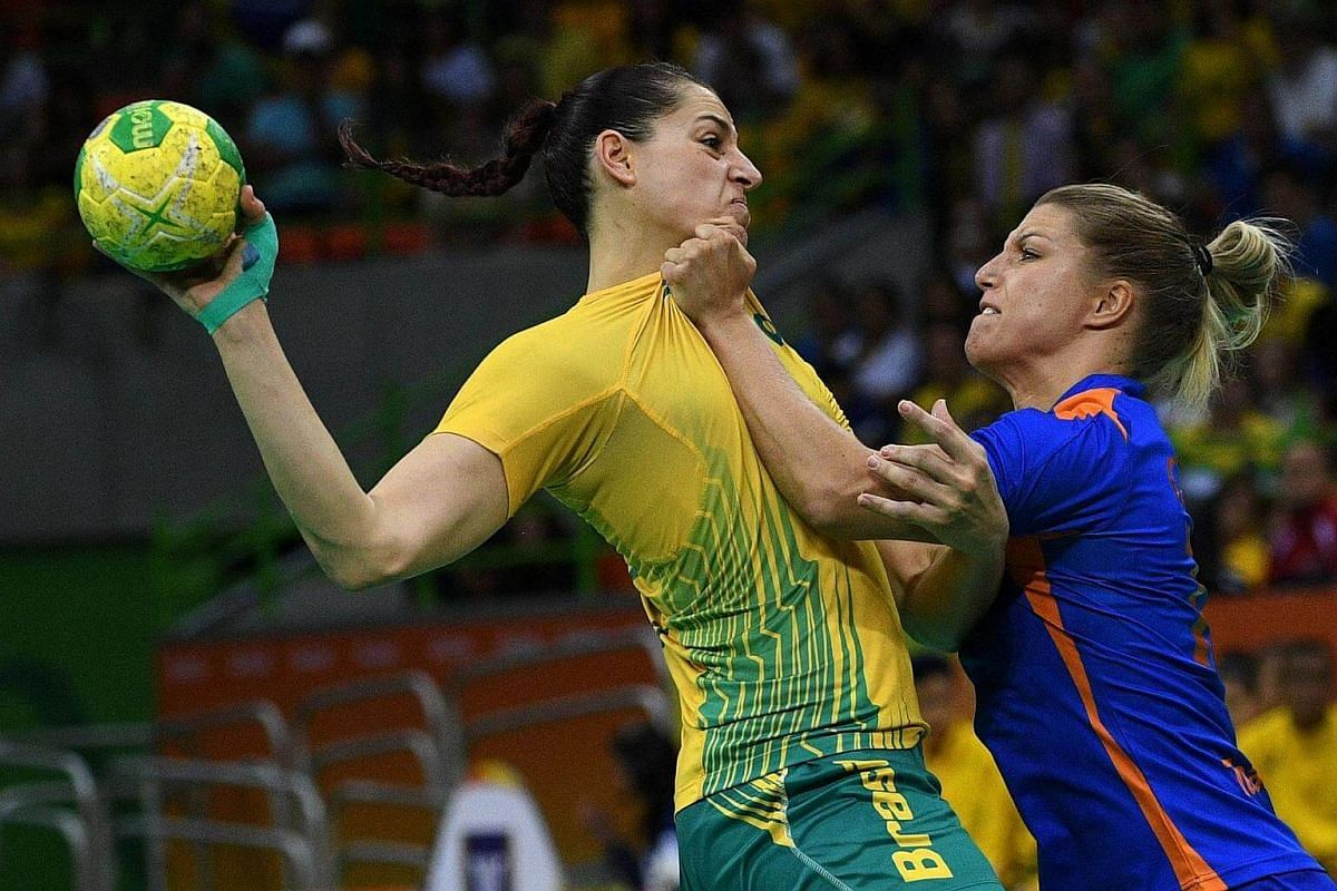 Brazil's right wing Eduarda Amorim (left) vies with Netherlands' centre back Nycke Groot during the women's quarter-final handball match at the Rio 2016 Olympic Games in Rio de Janeiro on August 16.