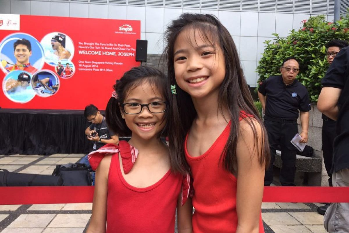 Chelsey (left), seven, and Chloe, nine, have been waiting for Joseph Schooling's arrival at the Singtel Comcentre since 10.30am on Aug 18, 2016.