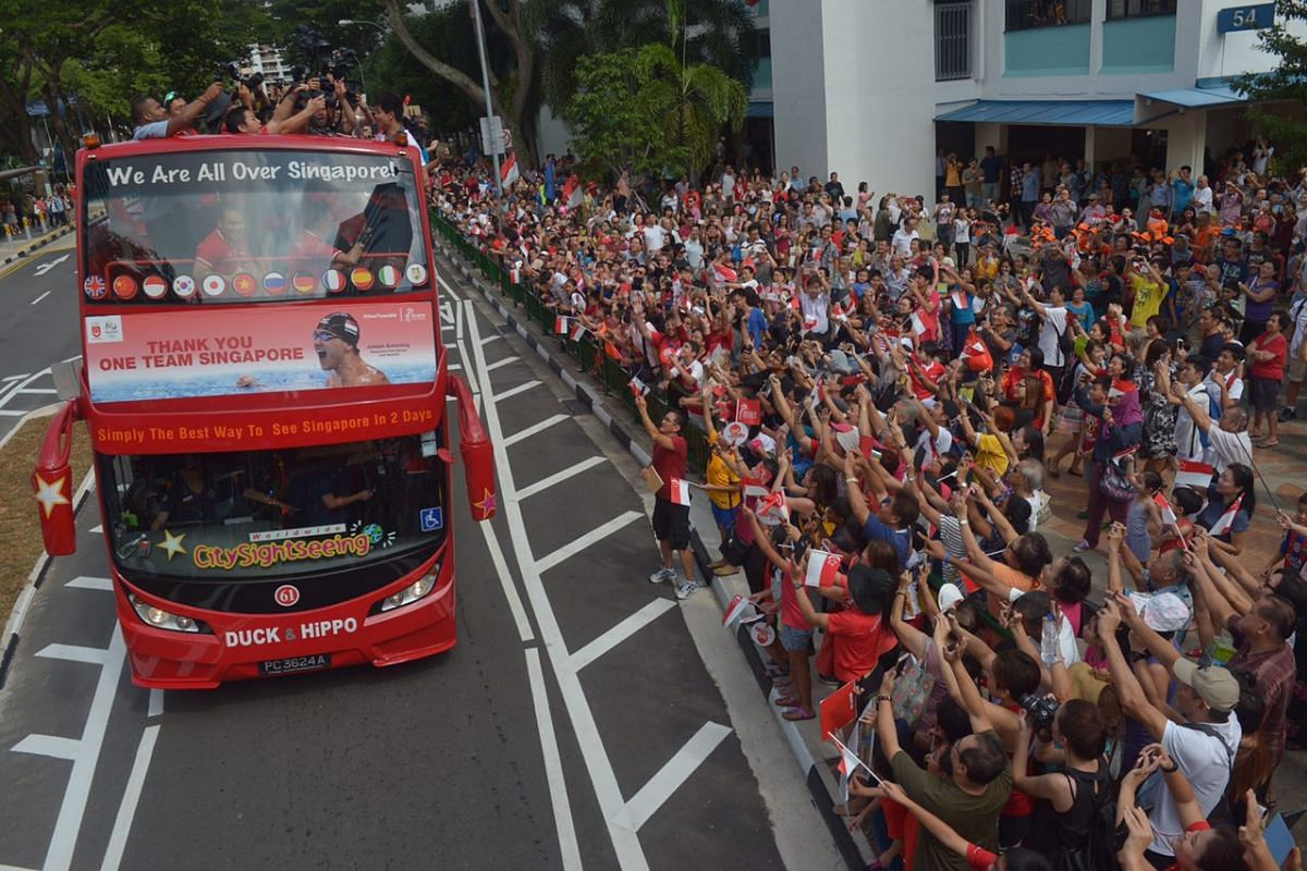 Fans cheer for Joseph Schooling at the first pit stop at Marine Terrace.