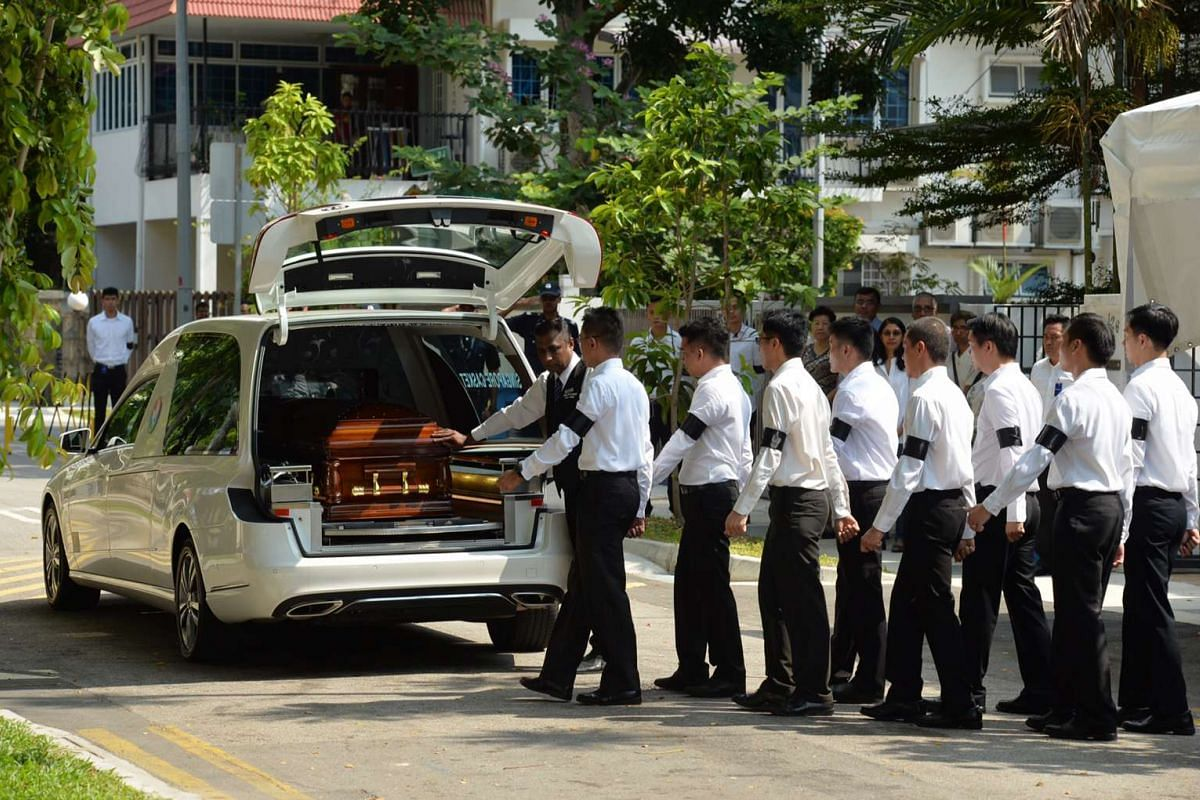 The hearse of former president S R Nathan arriving at his home on Aug 23, 2016.