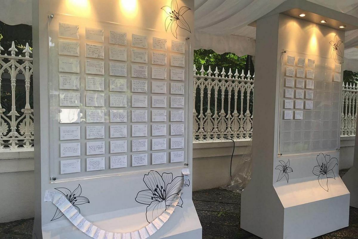 The message boards at Istana filled with condolence messages for Mr S R Nathan.