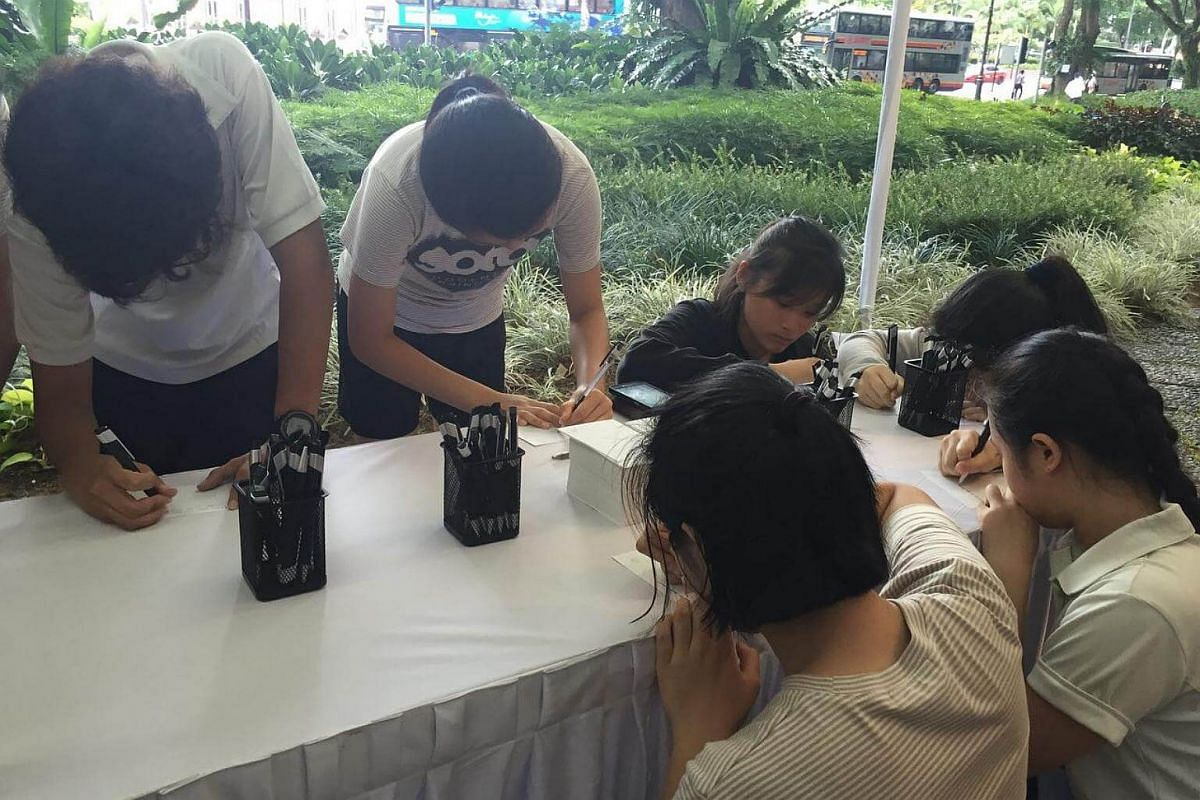 School of the Arts students drop by the Istana to write messages for Mr S R Nathan. One of them, Chelsea Kiew, 15, remembers the former president from National Day Parades.