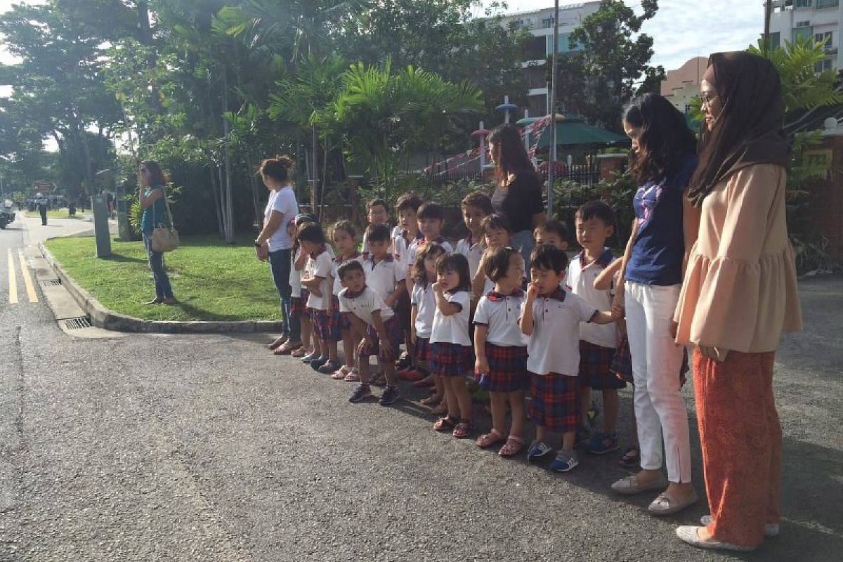 Children and teachers from Zee Juniors pre-school waiting along Dunman Road to send former President S R Nathan off on Aug 25.