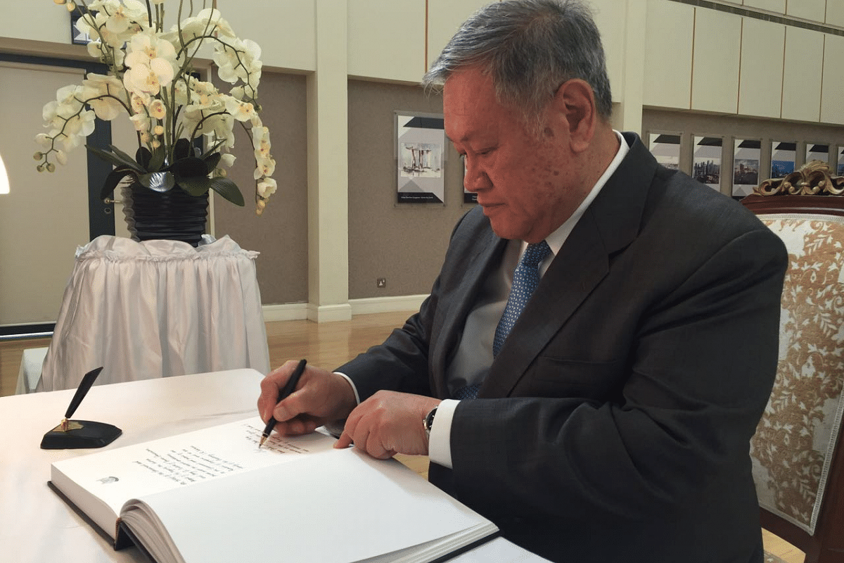 Brunei's Minister at the Prime Minister's Office and Second Minister of Foreign Affairs and Trade Pehin Dato Lim Jock Seng signs the condolence book at the High Commission of the Republic of Singapore in Brunei.
