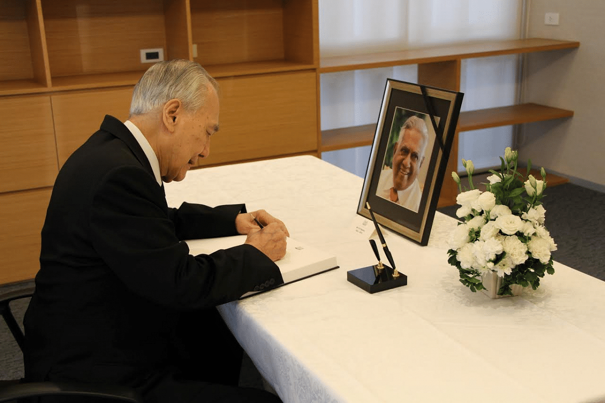 Thailand's former Prime Minister Anand Panyarachun signs the condolence book at the Embassy of the Republic of Singapore in Bangkok.