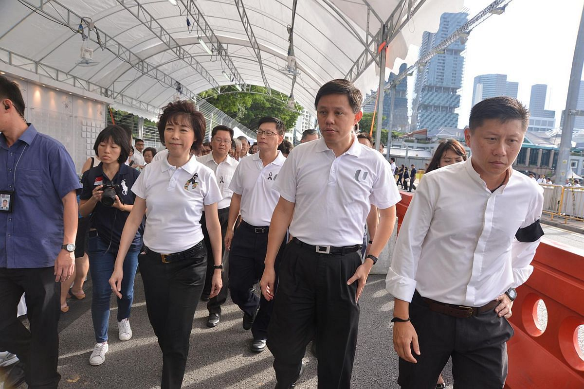 Minister Chan Chun Sing joined representatives from the labour movement walking towards Parliament House to pay their respects to the late Mr S R Nathan.