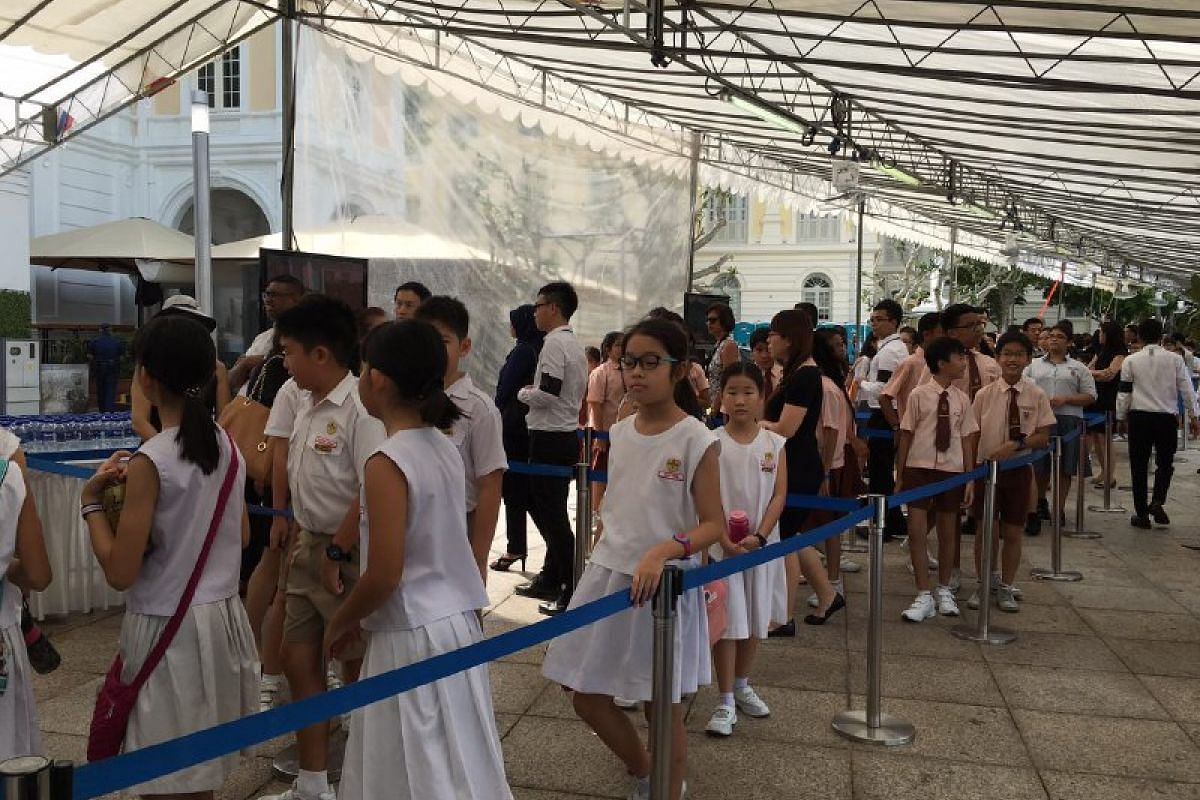 People waiting to pay their respects to Mr S R Nathan on Aug 25.