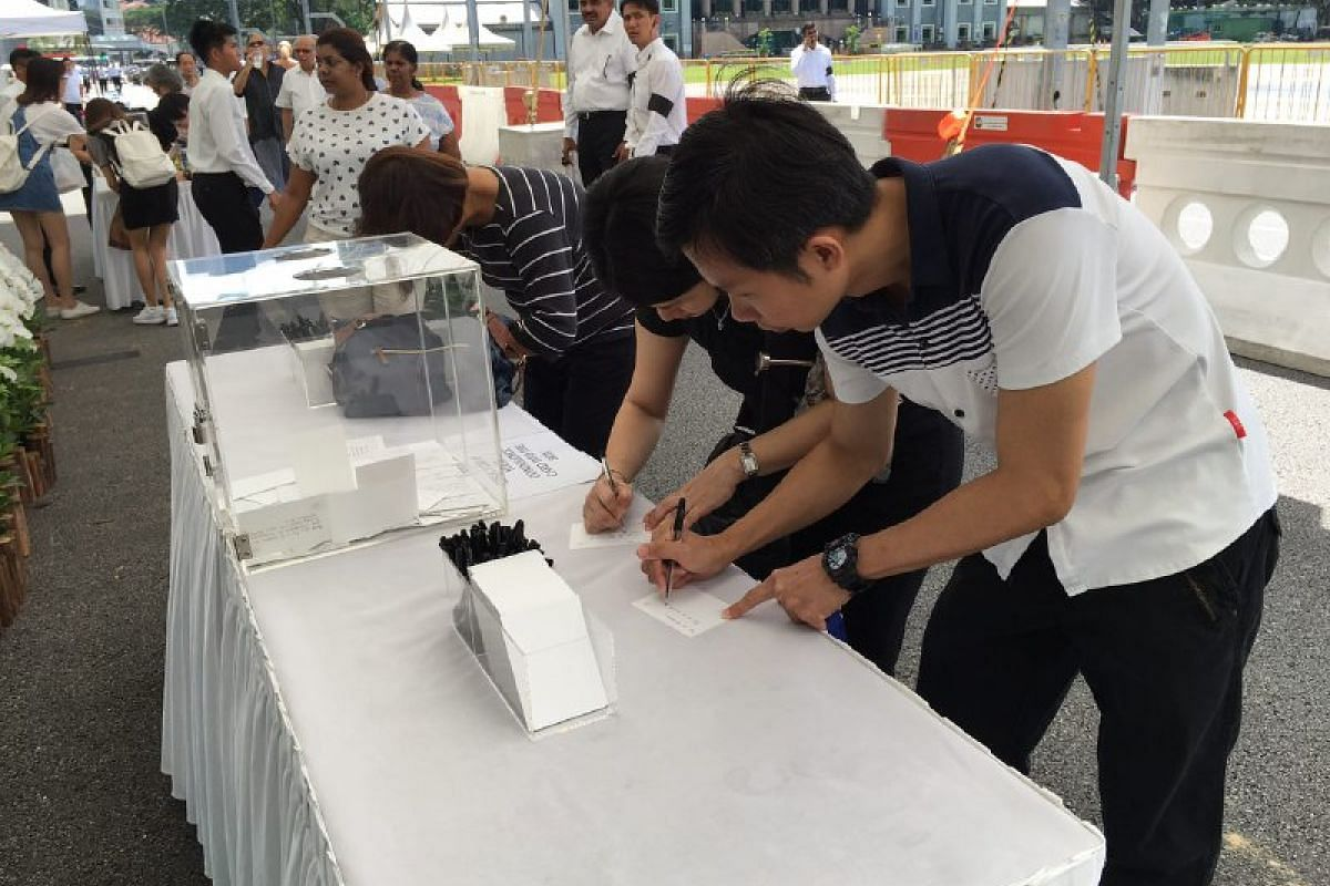 People penning their condolences and paying their respects to Mr S R Nathan at Parliament House on Aug 25.