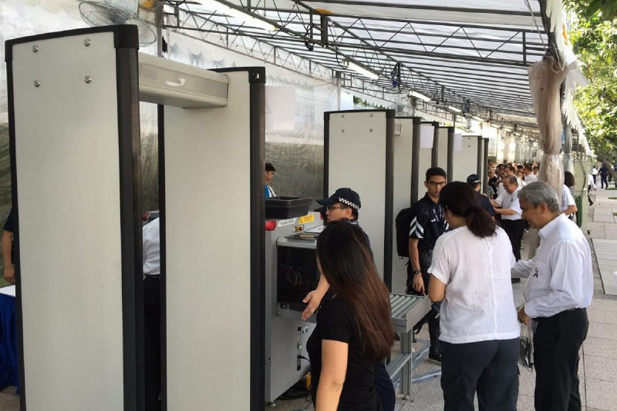 People going through security checks before entering Parliament House to pay their respects to Mr S R Nathan on Aug 25.