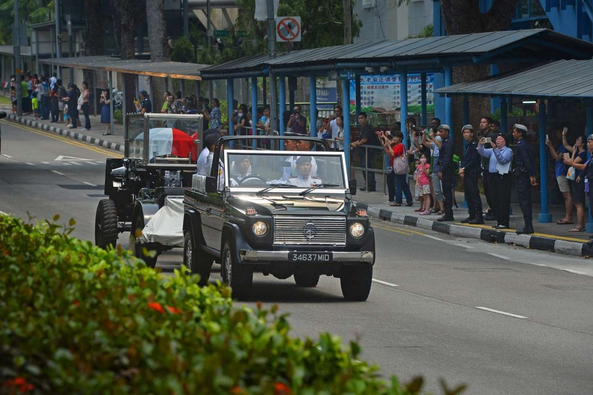 The state funeral procession of former president S R Nathan makes its way to University Cultural Centre at the National University of Singapore on Aug 26, 2016.